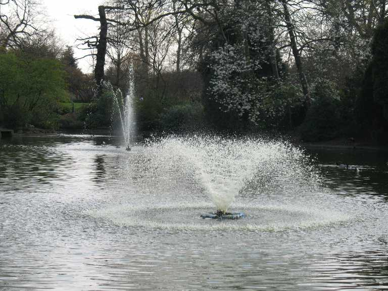 Greenwich Park, pond fountains