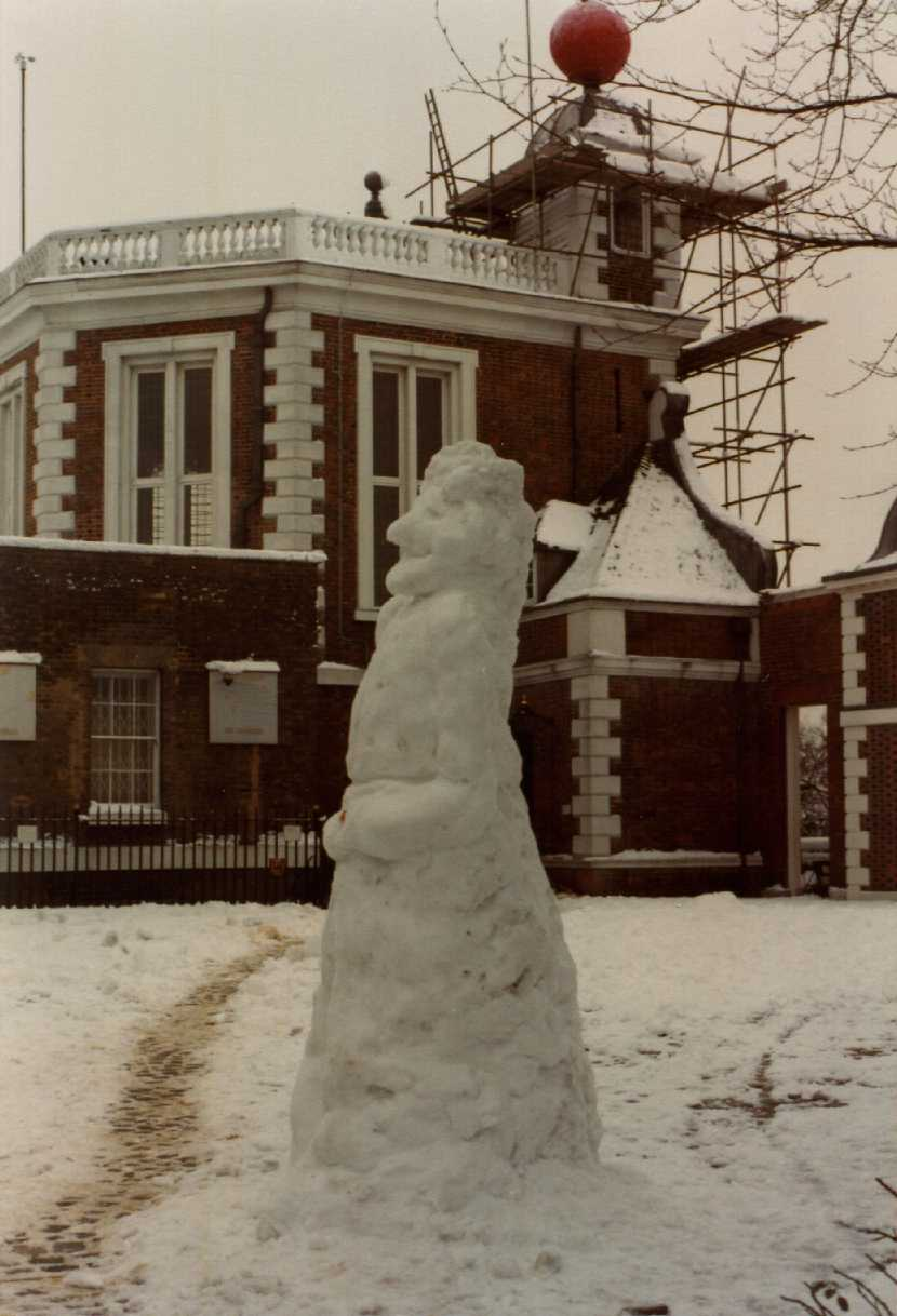 Greenwich Park snowman of Sir Isaac Newton
