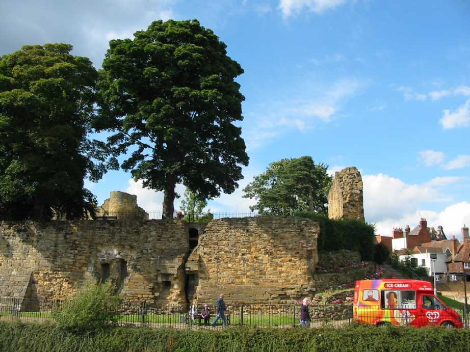 Tonbridge Castle curtain wall