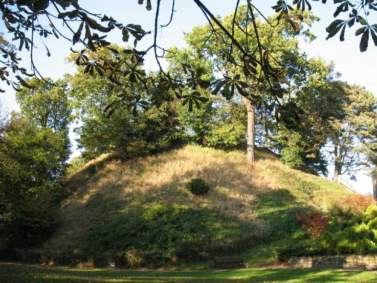 Rear of Tonbridge Castle motte August